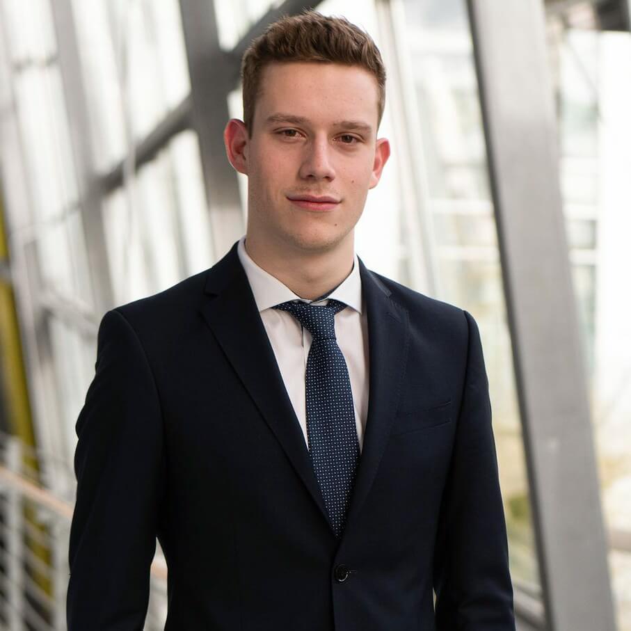 Maximilian Wenzl, Vorstand Finanzen und Recht